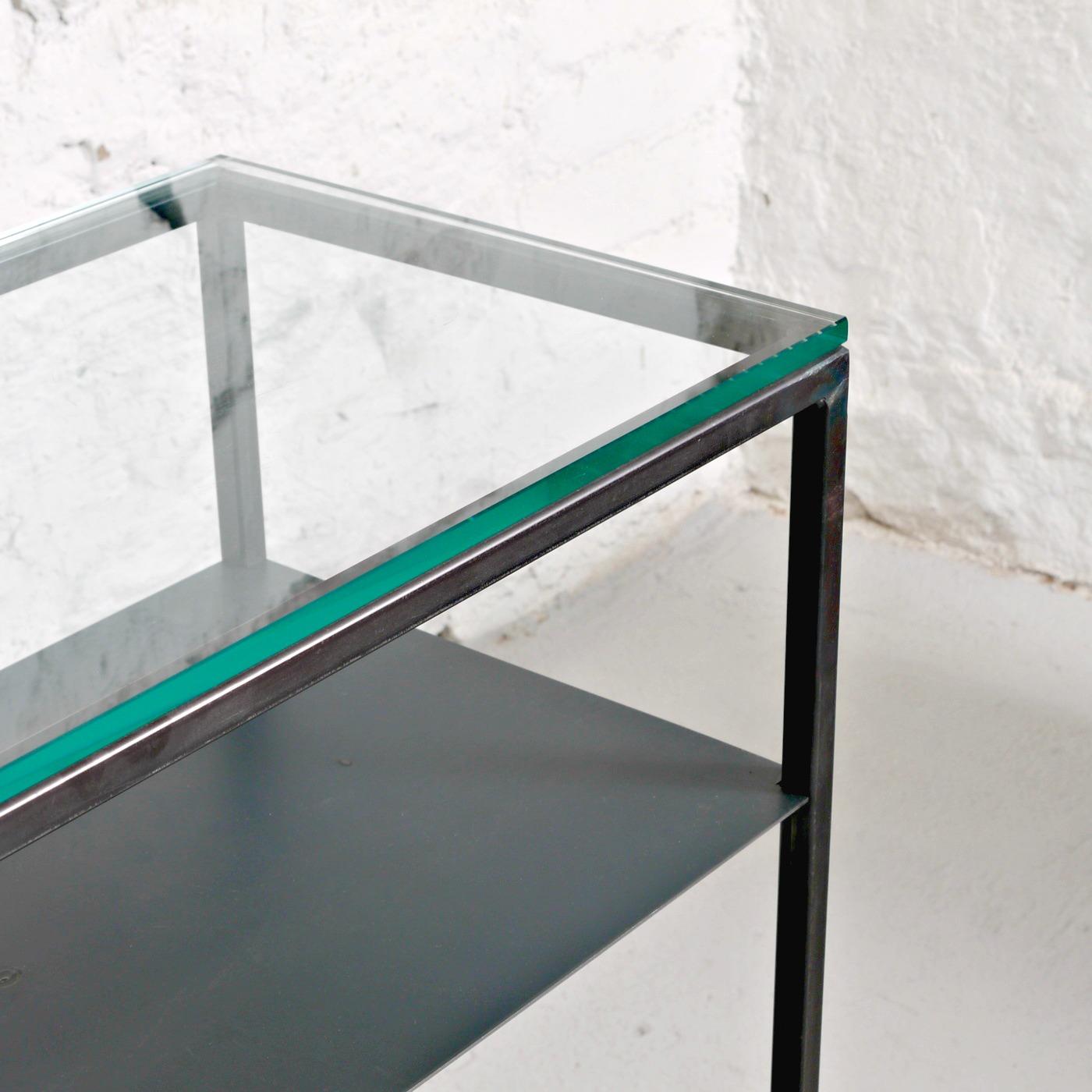 Sideboard med glasskiva