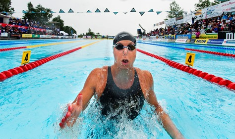 Magdalena Kuras vann 50m ryggsim före Michelle Coleman
