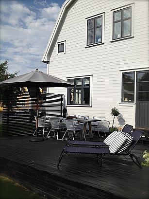 Nya fönster och fönsterfoder pryder denna villa från 1930-talet.
