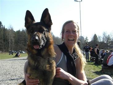 """Petra Stjärnfeldt som bland annat erbjuder """"Hund och yoga""""!"""