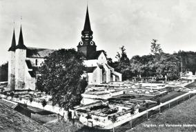 Varnhems kyrka och utgrävningarna av klostret är klara, 1920-talet.