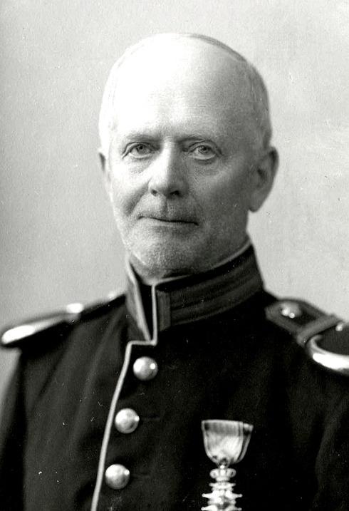 G. 56 e Endast digital bild. Karl Albert Ekberg (Larsson) fanjunkare född 1868 i Valtorp (Gudruns farfar). Bild från Gudrun Ramviken, Sörgården, Varnhem, 2014. Insatt av Kent Friman, 2014-06-08.