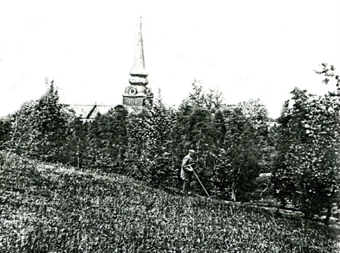 Winter i kyrkparken 1890-tal. Bild ursprungligen från sonsonen Olle Winter, via Arne Sträng, samlat som pappers-fotokopia i Gunborg Ferms samling, Ljungstorp, 2014