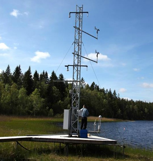 Tower for measurements of gas fluxes over a lake at Skogaryd, a much more challenging task than anticipated. Improved methods and models of methane fluxes from lakes are one goal of METLAKE. To achieve that, SITES and SITES Water measurement programs for background physical and chemical variables will be used.