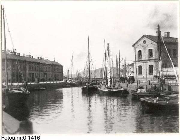 Bilden tillhör Göteborgs Stadsmuseum (från tidigt 1900-tal)