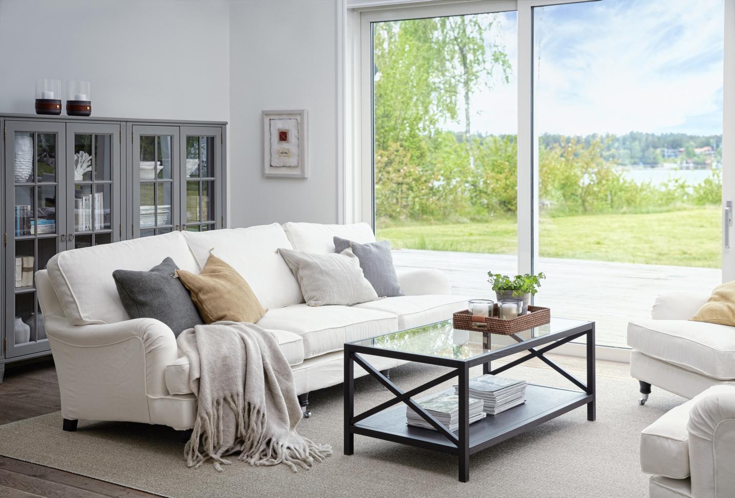 Store Englesson Möbler i klassisk elegant stil med vackra detaljer