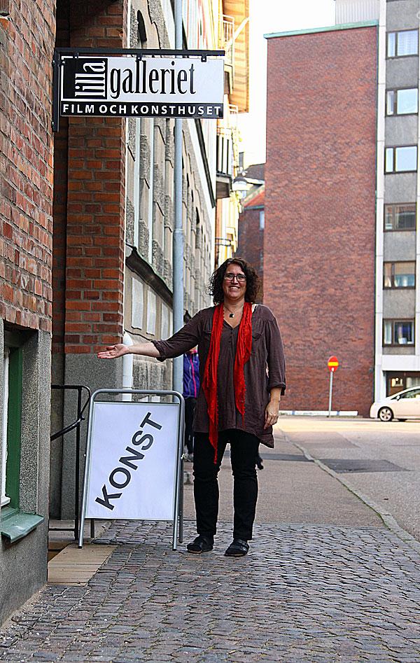 Susanne visar vägen ner till galleriet som verkligen är sevärt.