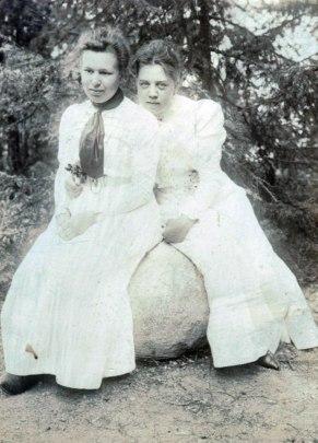 Kerstin och Anna Stenhammar på besök hos Sondéns i Djursholm