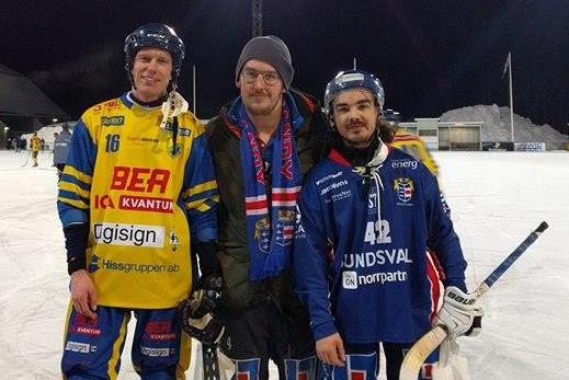 Gurra Ljungberg delade ut pris till Lars Bryngelsson och CJ. Foto: Rönnken