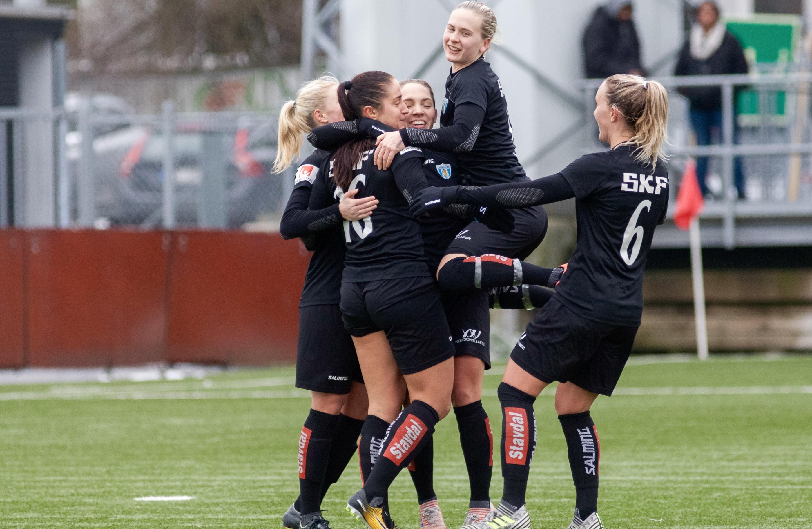 Svenska truppen skadefri infor debut