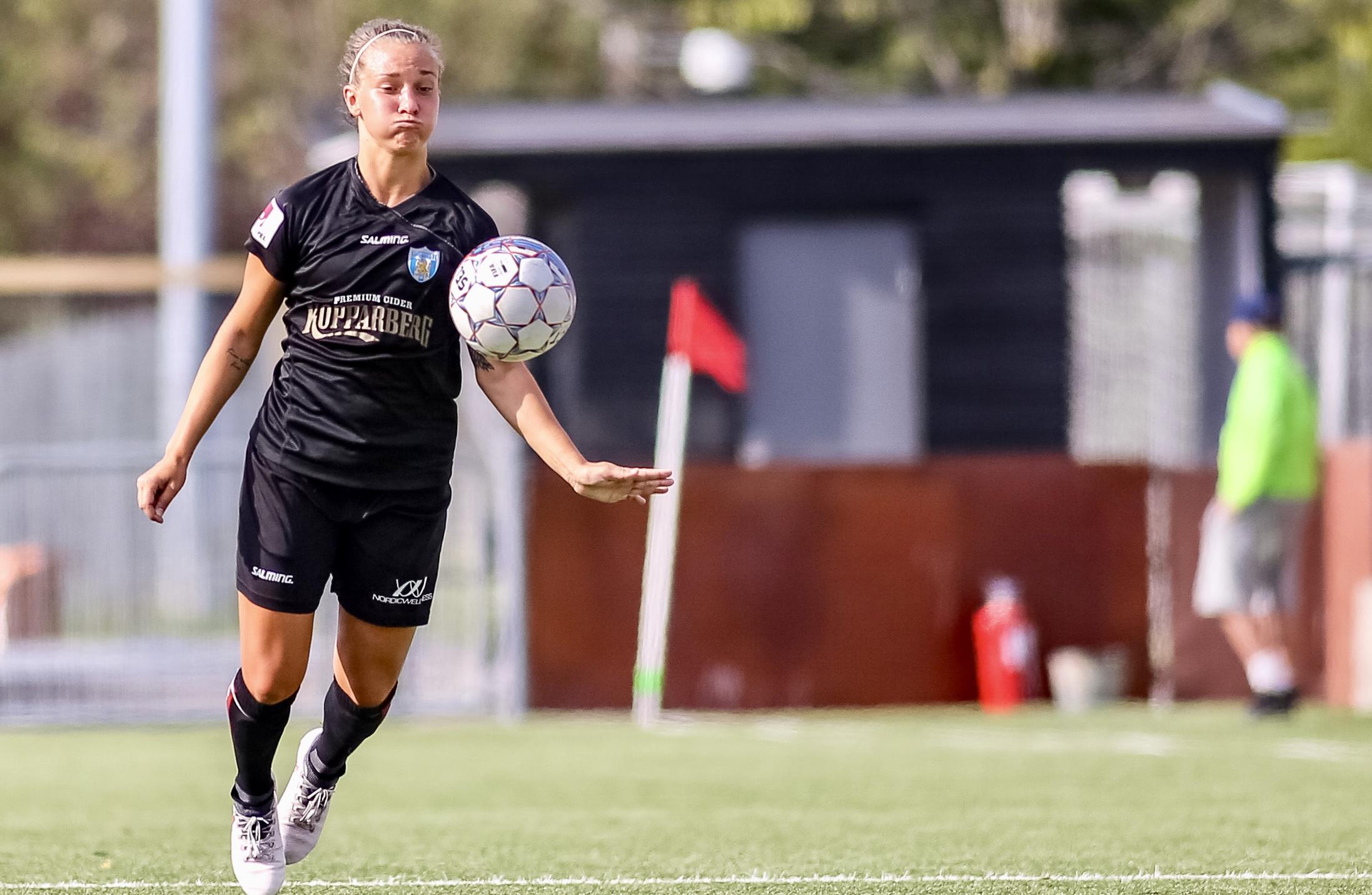 Julia Zigiotti gjorde första målet i KGFC-tröjan och dessutom en assist.  Men det 70b967a28be5d