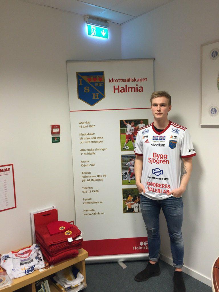 Johan Sjögren i den nya matchtröjan. Foto  Privat 9a238aae1c070