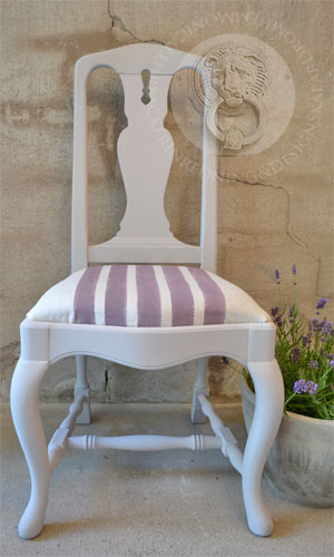 "Stol målad med Chalk Paint ™ ""Paloma"", tyg målat med ""Emile""."