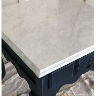 IOD Iron Orchid Design Dekorstämpel Carrara Marble i Monicas Butik ger på ett fantastiskt sätt en yta som marmor