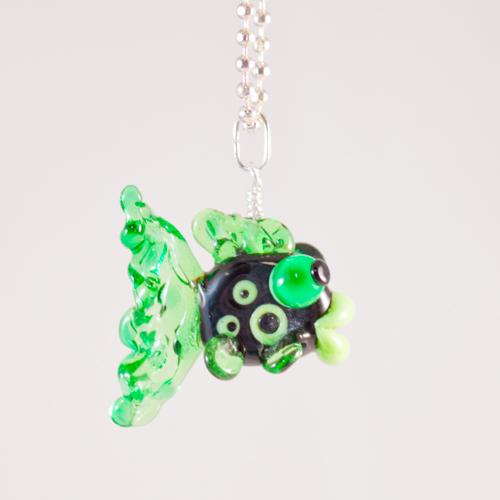 Fisk Svart grön sida