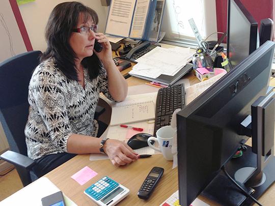 Havilogs platschef Helen Spors på kontoret. Havilog har hittills anställt Kenni Andersson och ytterligare en trelleborgare genom Kraftsamling.