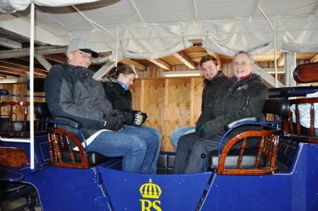 4 musketörer från FNH Skaraborg.  Avelskonferensen  var hellyckad på nästan alla sätt, det hade varit ännu lite roligare om vi hade bott på samma ställe. Hoppas att vi får åka hit igen. En fantastisk miljö som vi inte hann att gå runt och se, hade varit roligt och fått en guidad häst och vagnstur runt riksanläggningen Strömsholm!