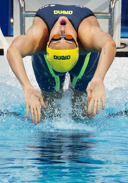 Michelle Coleman simmade på nytt personligt rekord - på 100m ryggsim och blev 12:a i försöken. Strök sig sedan ur semin.....
