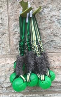 Starmark- bollen 7,5 med bungee & fårskinn. Bungee i grönrandigt med en läderbit som avslut utan handtag. Totallängd 50 cm