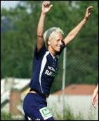 Petra Lindblom gör comeback och hon hoppas snart få jubla tillsammans med sina lagkamrater i SDFF.