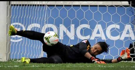 SDFF:s nye keeper, jamaicanska Nicole McClure, visar sig på styva linan.