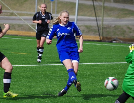 Heffnersklubbans Sanna Bergström Älmqvist var het mellan minut 15 och 18 då hon prickade in ett äkta hattrick. Arkivbild: Janne Pehrsson, Lokalfotbollen.nu.