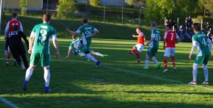 Svartvik och Östavall möttes i ett av Medelpadsderbyna ifjol. I år blir det ännu fler med hela fem lokala lag i division 3 Mellersta Norrland. Foto: Janne Pehrsson, Lokalfotbollen.nu.