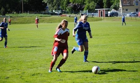 Alnö IF har även ett duktigt damlag. Här syns Erika Engblom i action mot Heffnersklubbans BK för några år sedan i division 2 Mellersta Norrland. Foto: Janne Pehrsson, Lokalfotbollen.nu.