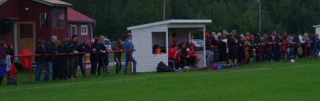Det var bra med publik på ovanstående match mellan Stöde och Kuben 2018. Foto: Pia Skogman, Lokalfotbollen.nu.