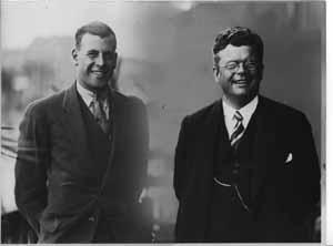 Erik Bergvall tillsammans med en av de stora simmarna under senare delen av 20-talet, Boy Charlton. En av tre stora vid Kejsarslaget på OS   1928. De andra två var Arne Borg och Johnny Weissmüller.