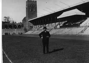 Erik Bergvall var Stadionchef i Stockholm under 30 år. Ett jobb som han halkade in på likt ett bananskal.