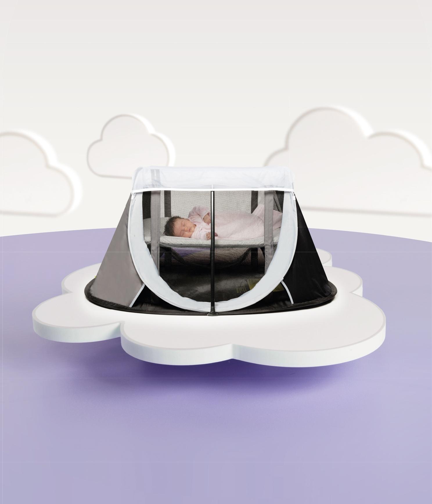 l_aeromoov-atc-mos-gr-child-clouds-background-1476191793