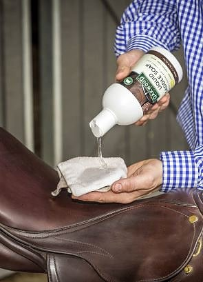 OW47312-Liquid-saddle-soap2