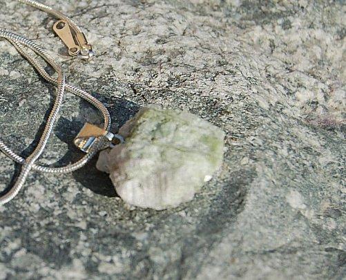 Turmalin råstens smycke 2