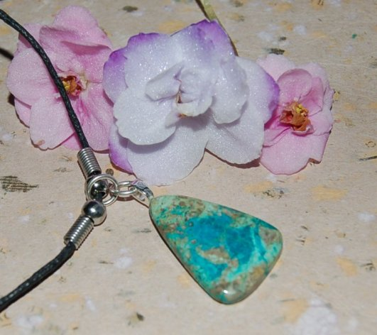 Krysokolla sten i halsband