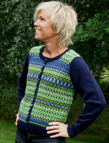 """Scilla"" cardigan blue. Photo S. Gustafsson"