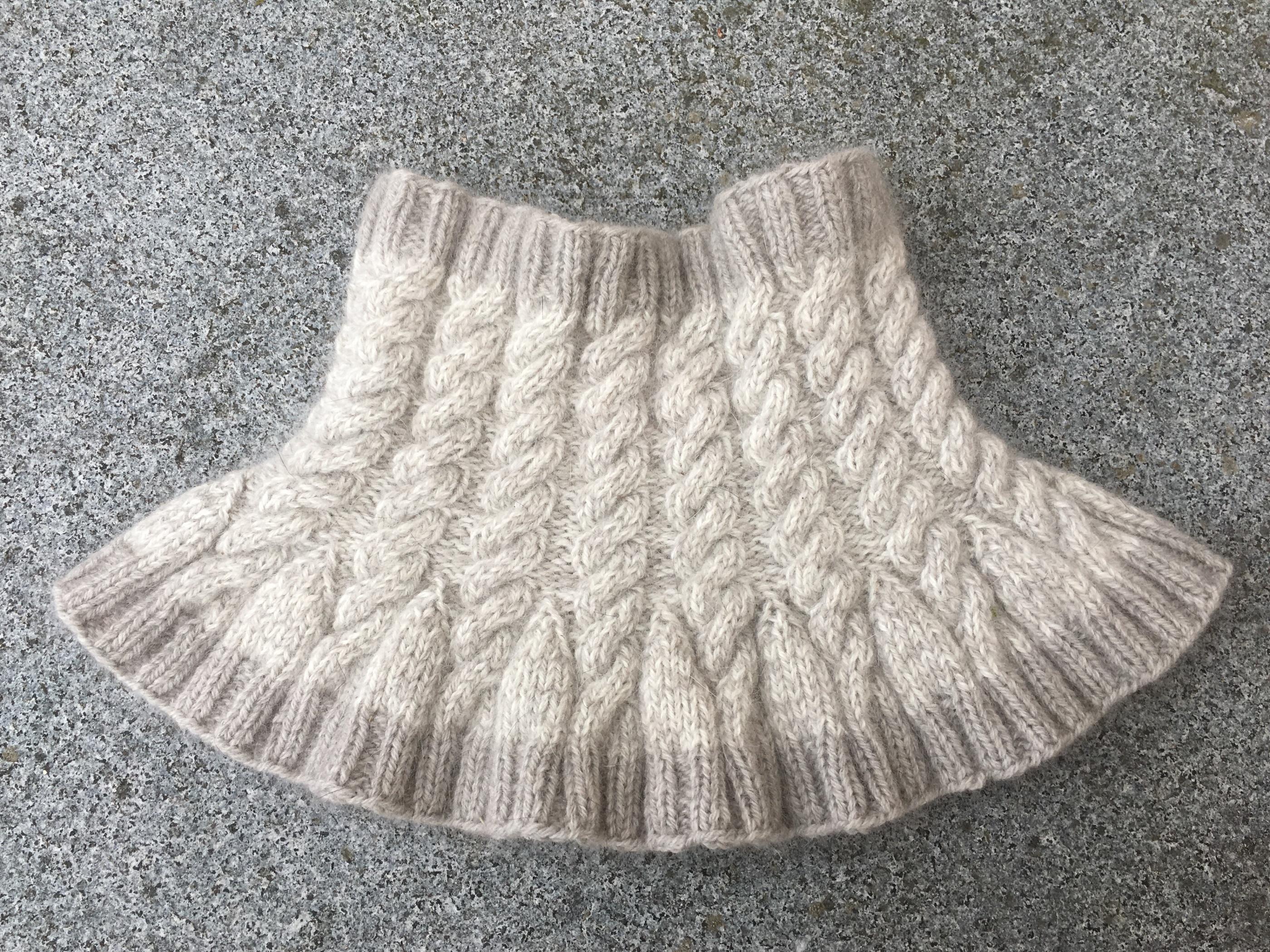 Stickpaket halskrage med flätor naturgrå/vit