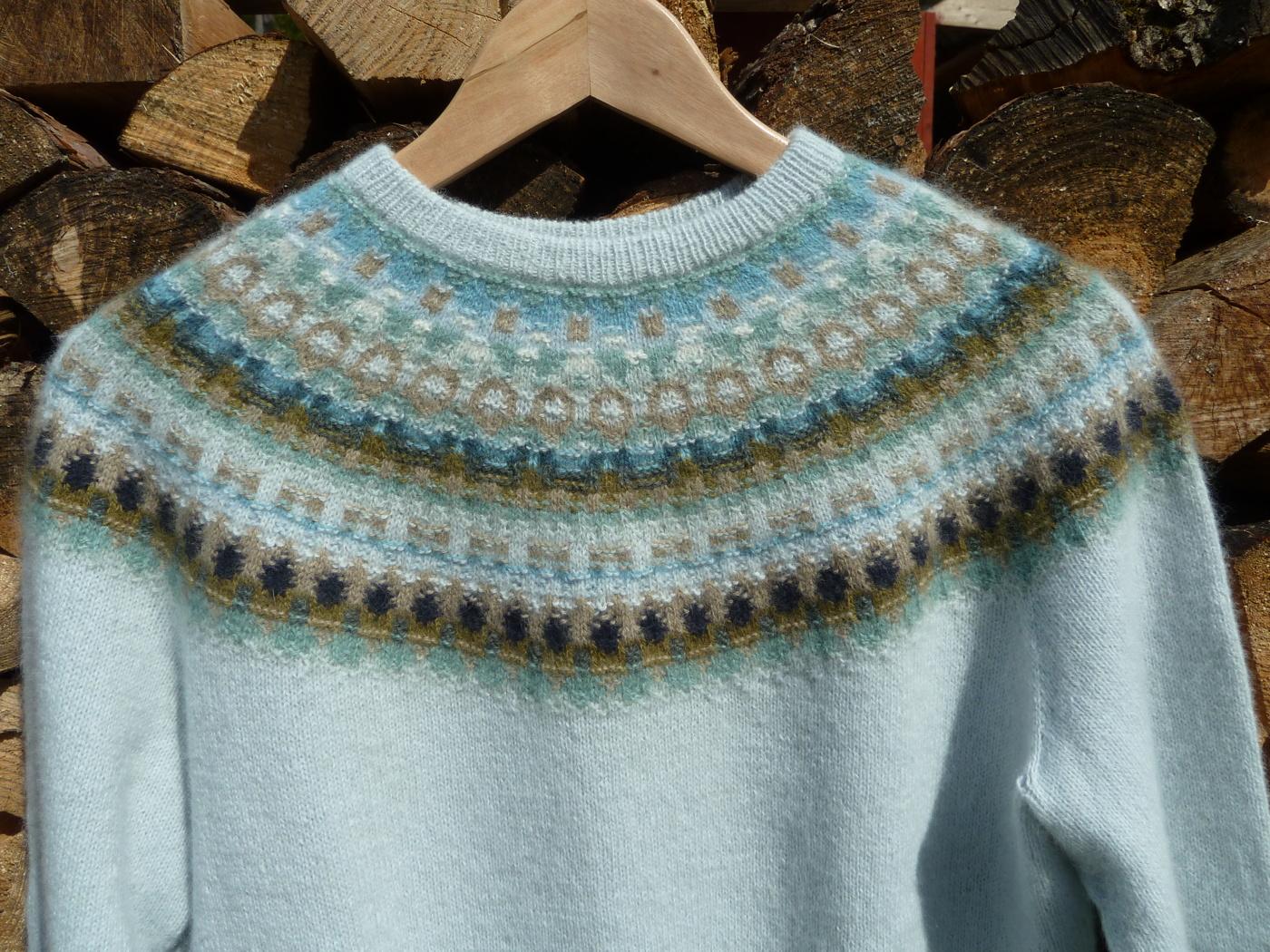 Bohus Stickning Bleka Skimret pullover cardigan kit