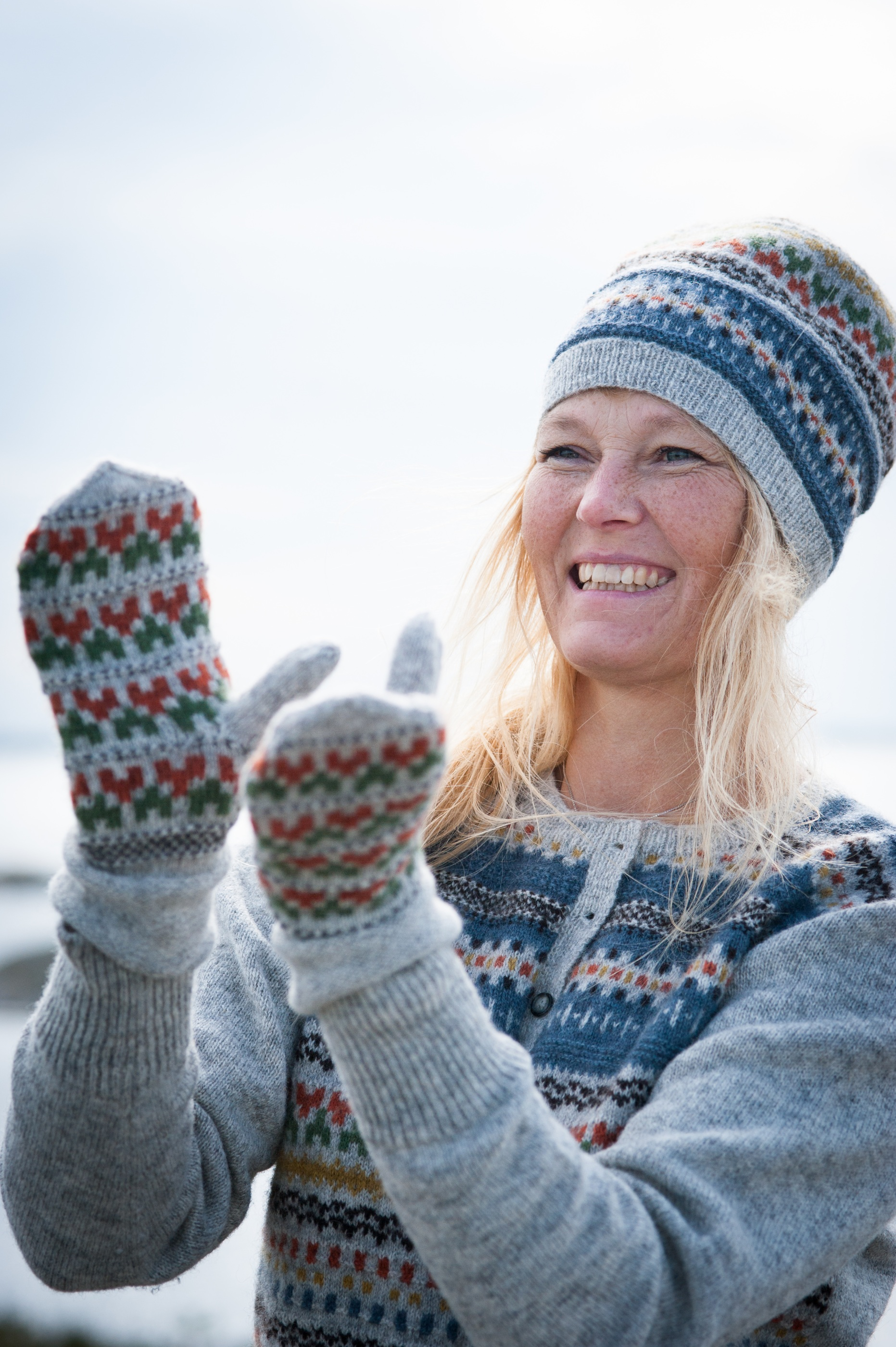 Blå Randen pullover cardigan, hat and mittens