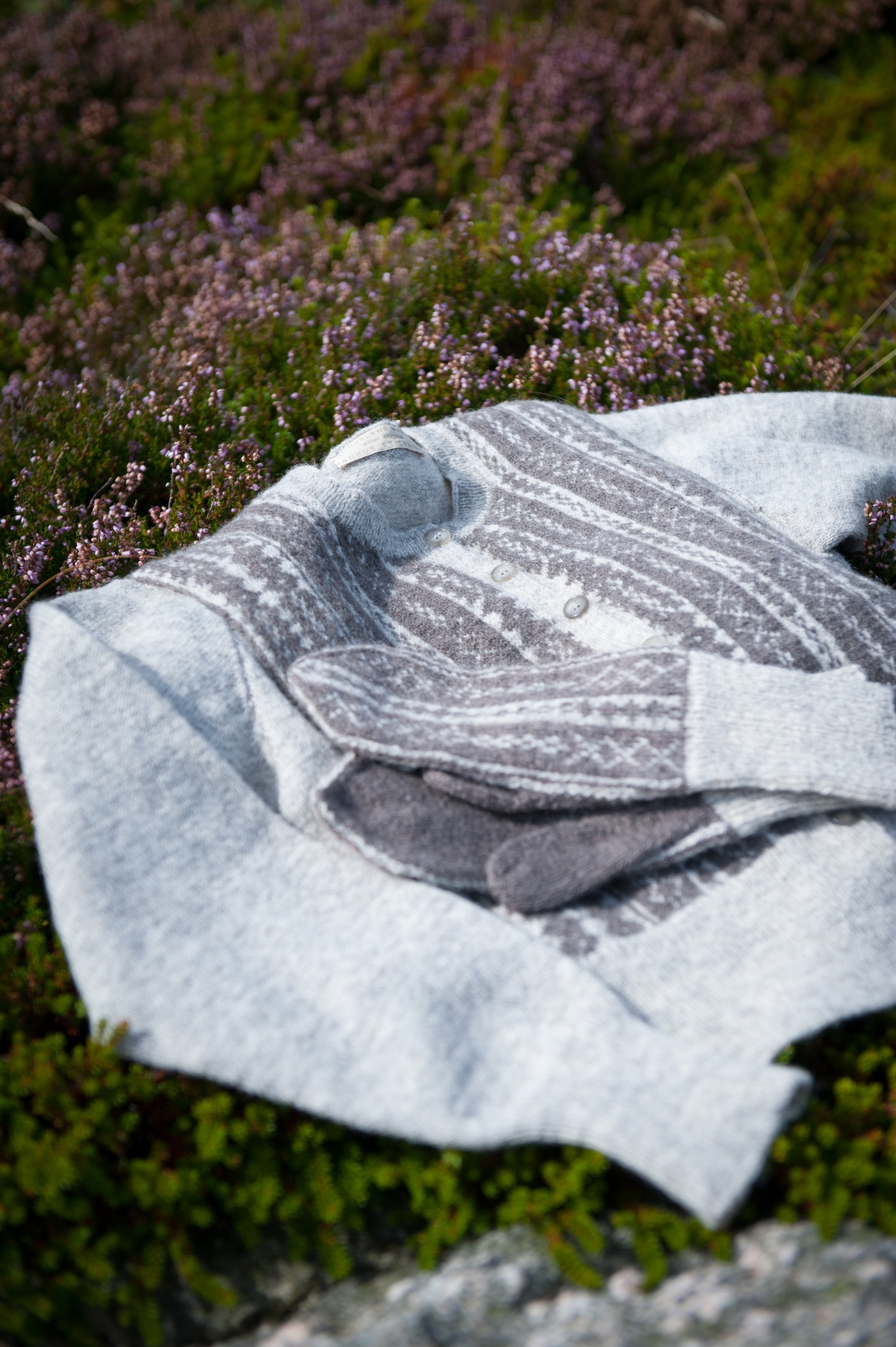 Bohus Stickning The Woven One cardigan and mittens - AngoraGarnet