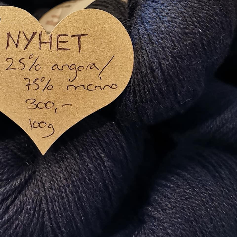 svart garn 25% angora 75% merino från AngoraGarnet