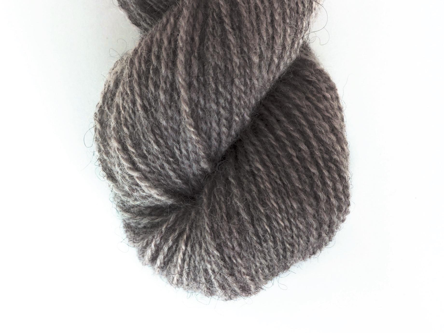 Bohus Stickning garn yarn main color natural dark gray 100% wool