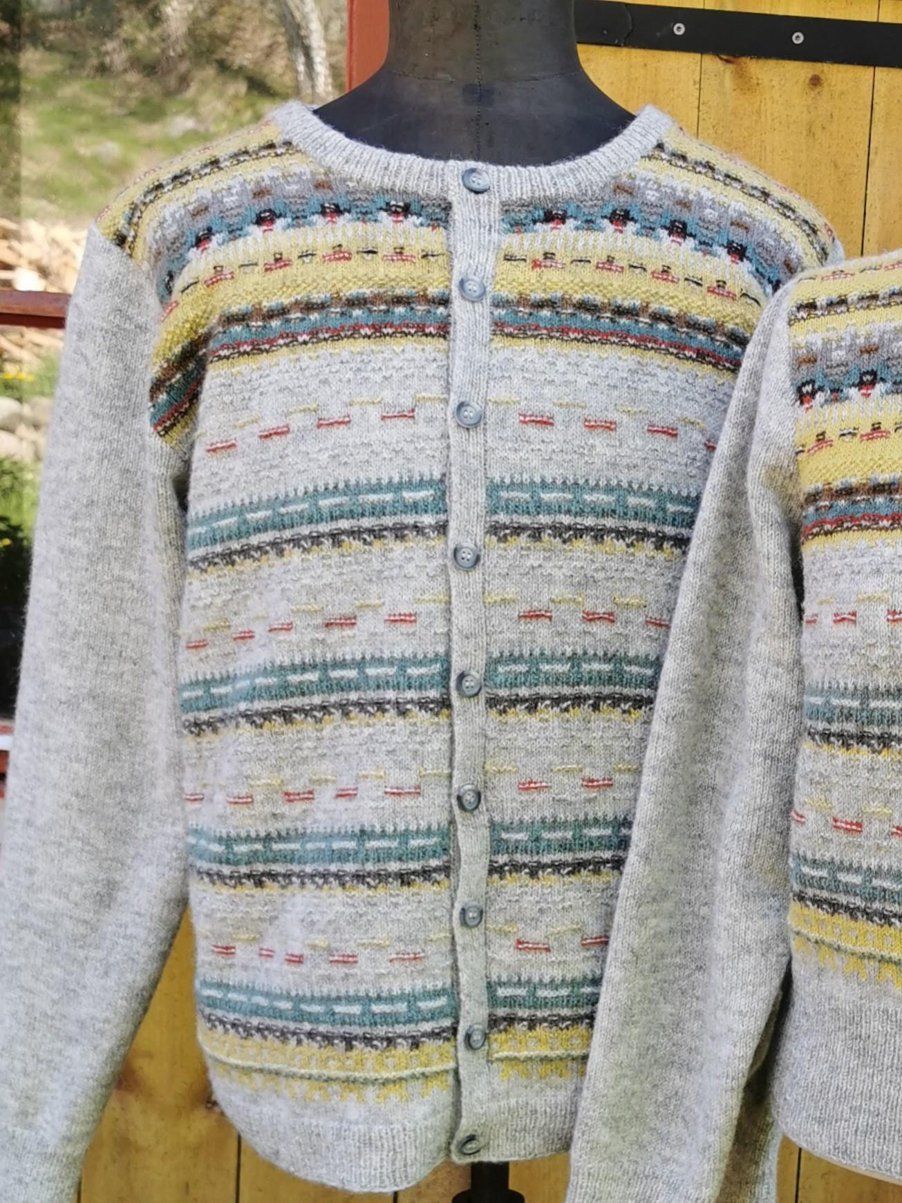 Bohus Stickning Papegojan patterned front woman pullover cardigan kit. Photo P. Silfverberg