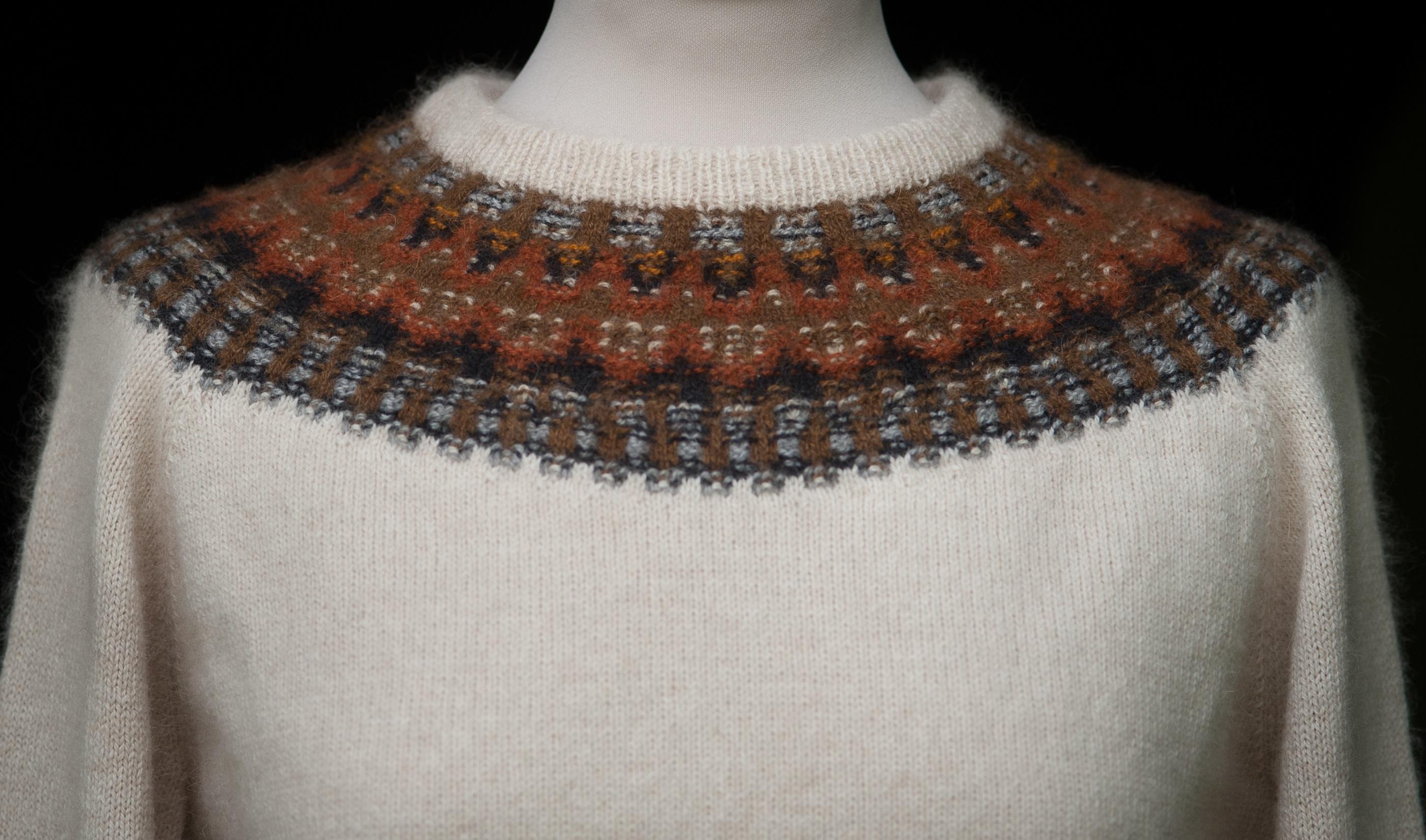 Bohus Stickning Lilla Humlan pullover kit, foto Karin Björk