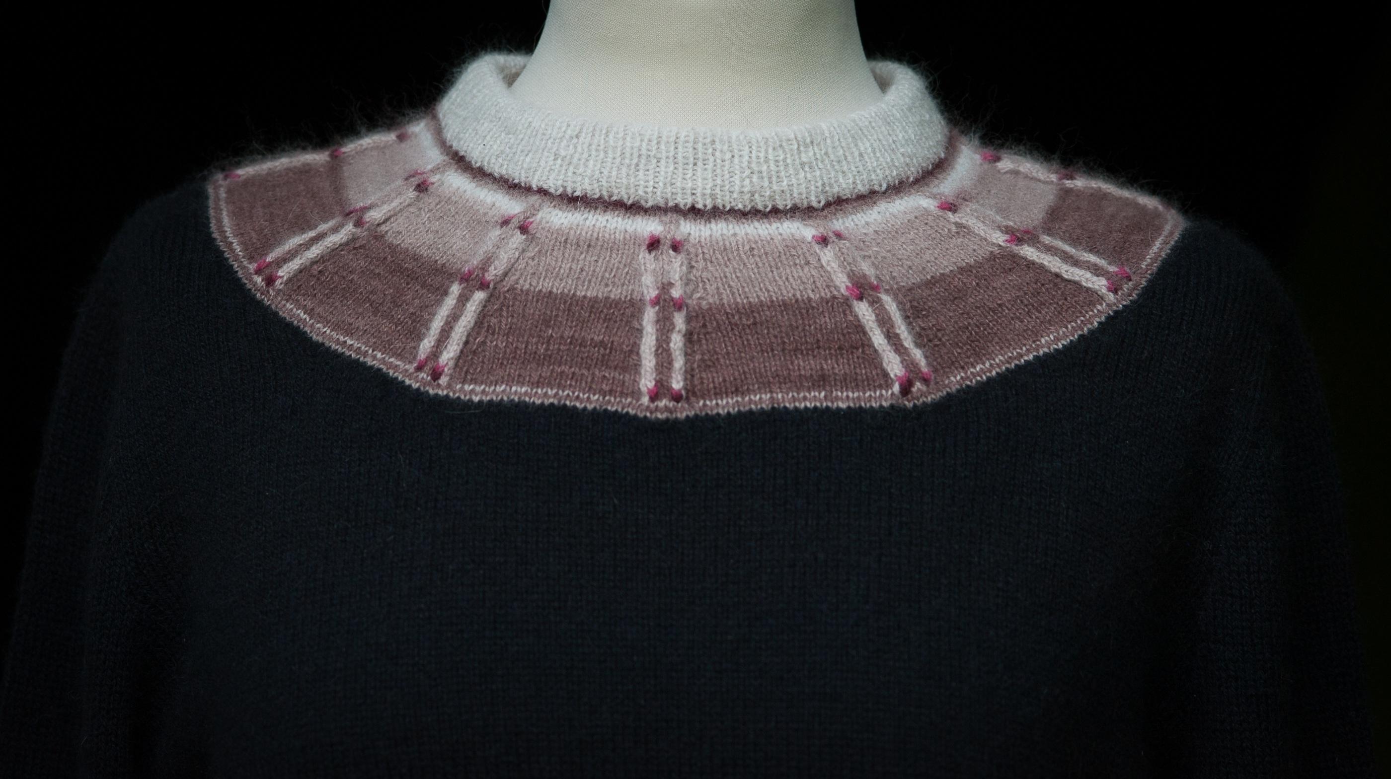 Bohus Stickning Rådjurspåret Red pullover , foto Karin Björk