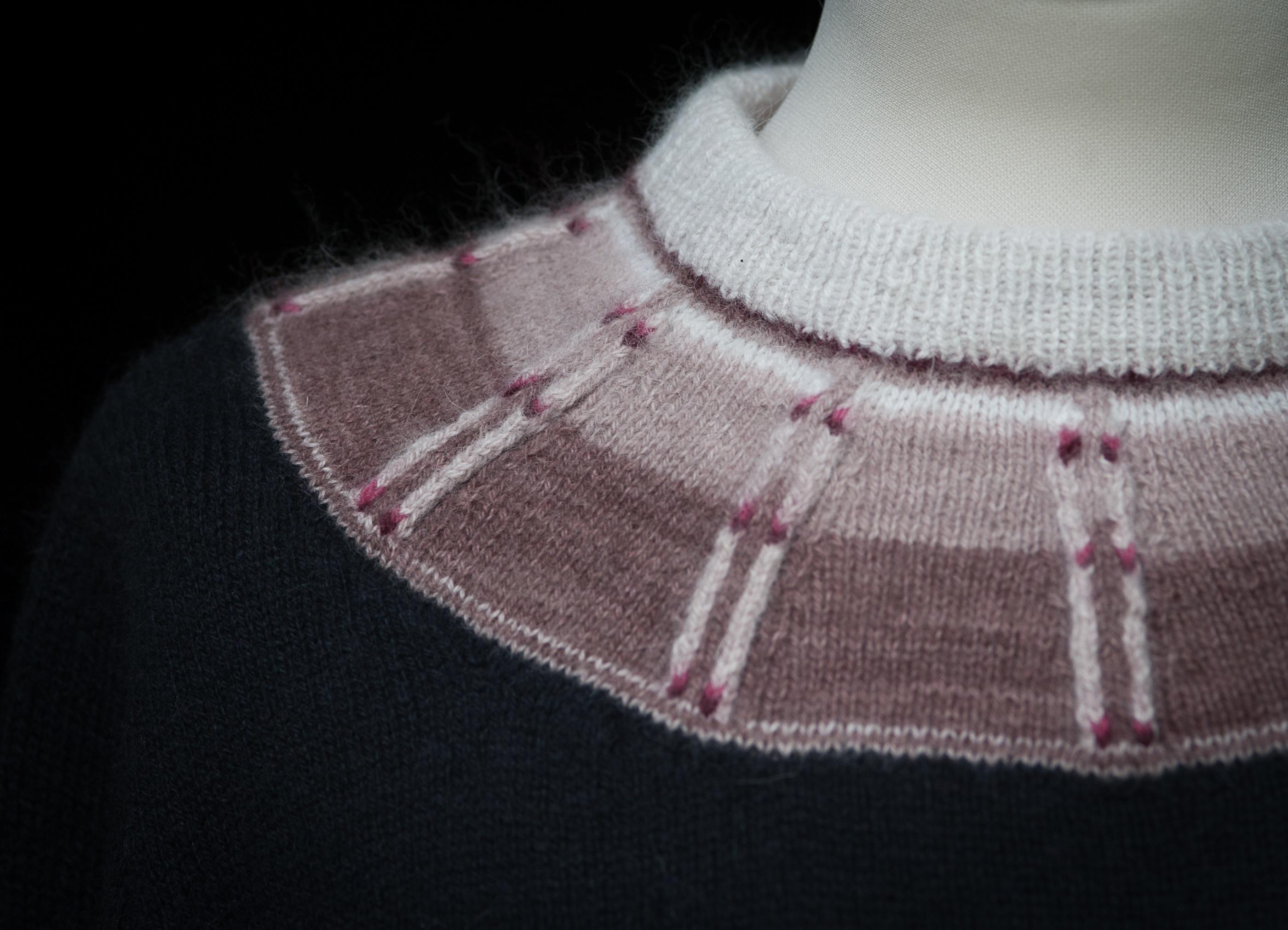 Bohus Stickning Rådjurspåret Red pullover, foto Karin Björk