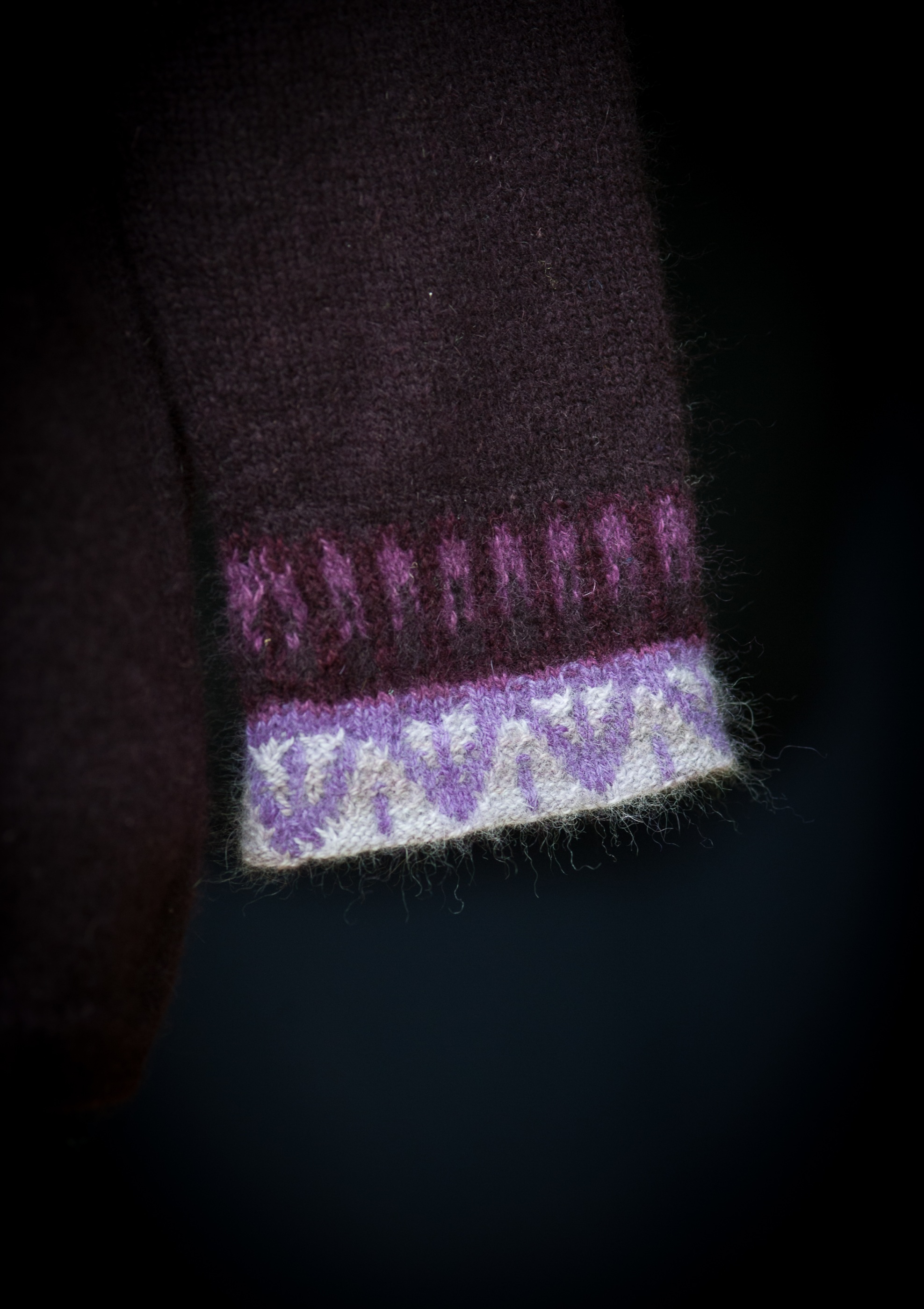 Bohus Stickning Svanen Lila jumper kit