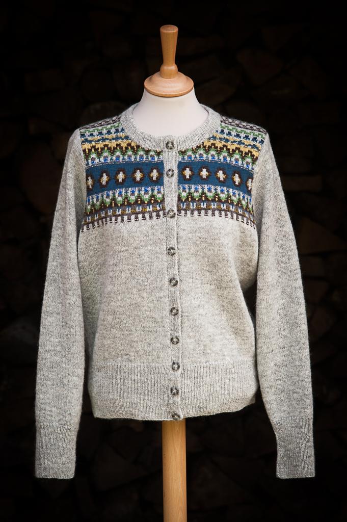 Bohus Stickning Blue Eskimo straigt yoke pullover cardigan kit, foto Karin Björk
