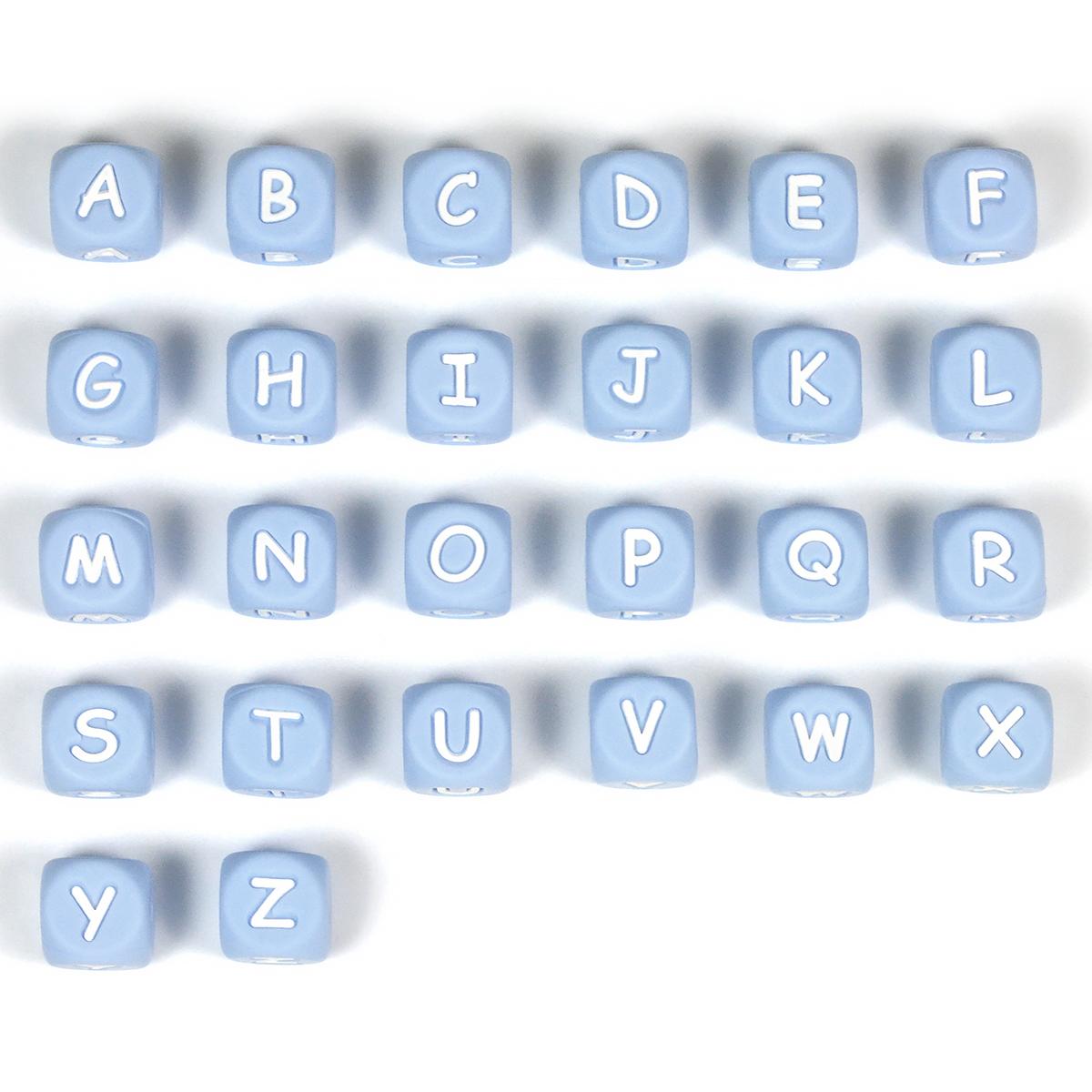 ljusblå bokstavspärlor i silikon
