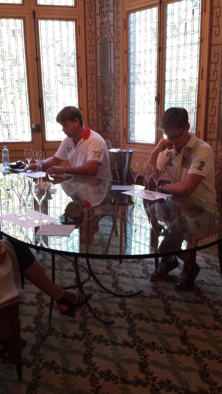 Koncentrerade grabbar....som tyvärr glömde Champagne.se skjortorna i Sverige... :)